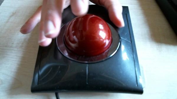 Já pensou em usar uma trackball em vez de um mouse?