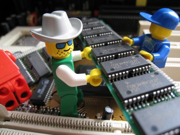 Como instalar um novo módulo de memória no PC?
